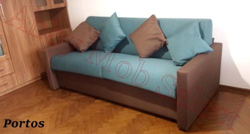 Canapea extensibila cu saltea relaxa.