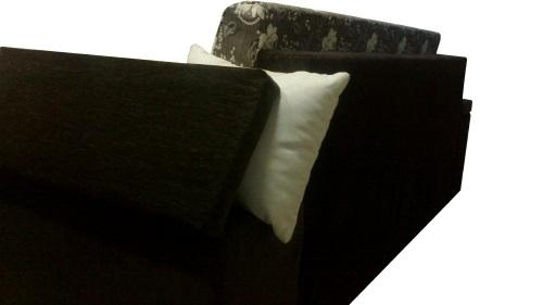 Canapele extensibile cu spatiul depozitare in brate.