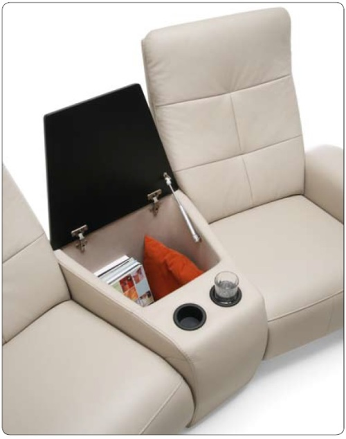 Canapele modulare din piele cu bar inclus.